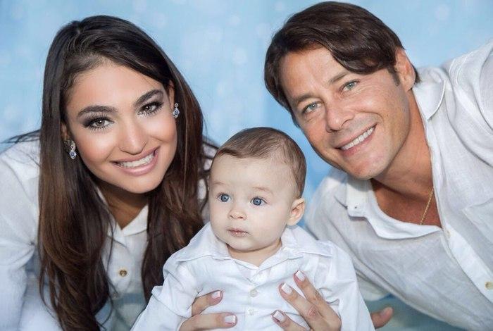 Theo Becker com a família (Foto: Divulgação)