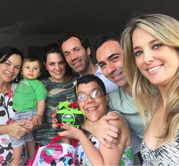 César Tralli, Ticiane Pinheiro e familiares do jornalista (Foto: Reprodução/Instagram)