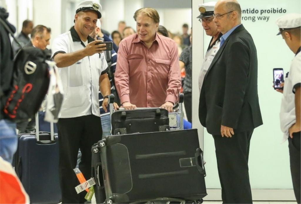 Silvio Santos em chegada no aeroporto neste domingo (22) em São Paulo (Foto Manuela Scarpa/Brazil News)