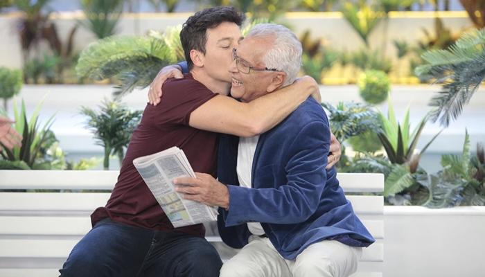 Rodrigo Faro e Carlos Alberto de Nóbrega em A Praça é Nossa (Foto: Eve Schwarz/SBT)
