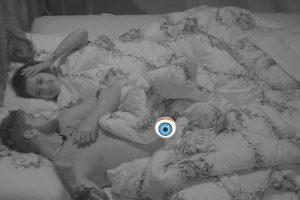 Bbb18 Mostra. Foto do site da O TV Foco que mostra Após voltar o paredão no BBB18, Breno e Paula vão pra debaixo do edredom, perdem o fôlego e ele mostra tudo