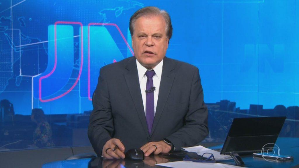 O jornalista Chico Pinheiro no comando do Jornal Nacional (Foto: Reprodução/Globo)