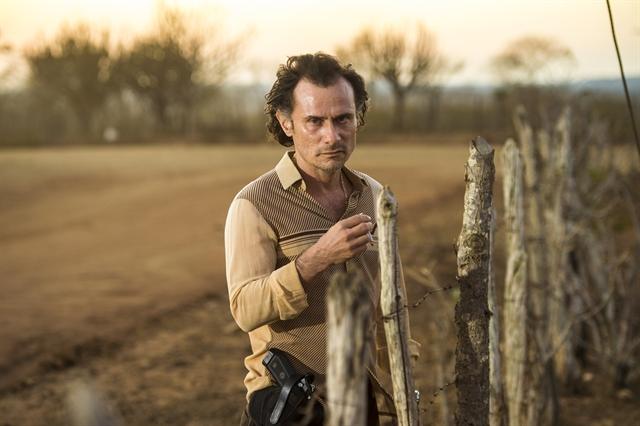 Delegado Plínio (Enrique Diaz) em Onde Nascem os Fortes (Foto: Globo/Estevam Avellar)