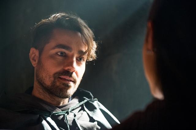 Virgílio (Ricardo Pereira) em cena de Deus Salve o Rei (Foto: Globo/Raquel Cunha)