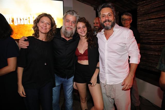 Patrícia Pillar Fábio Assunção, Lara Tremouroux e Alexandre Nero (Foto: Globo/João Miguel Júnior)