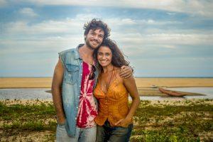 Beto (Emílio Dantas) e Luzia (Giovanna Antonelli) em Segundo Sol (Foto: Globo/João Cotta)