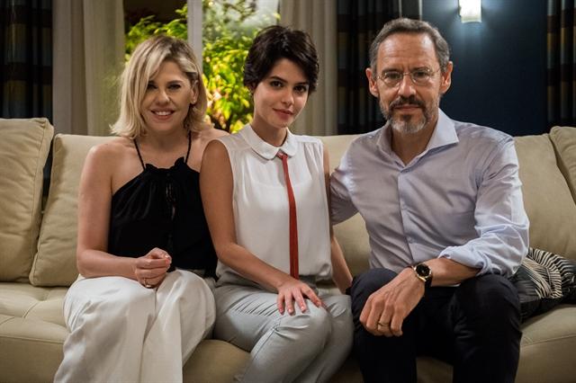 Jô (Bárbara Paz), Adriana (Julia Dalavia) e Henrique (Emílio de Mello) (Foto: Globo/Raquel Cunha)