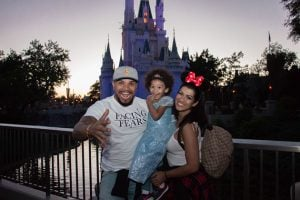 Naldo leva Moranguinho e a filha para a Disney Foto: (Reprodução/O Fuxico)