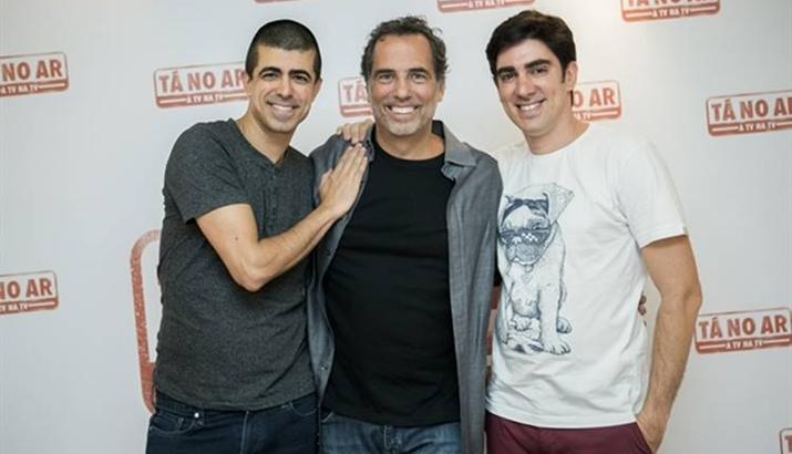 Diretor Mauricio Farias (ao cent.) ao lado de Marcius Melhem e Marcelo Adnet. ( Globo/Raquel Cunha)