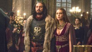 Afonso (Romulo Estrela) e Amália (Marina Ruy Barbosa) em cena de Deus Salve o Rei (Foto: Globo/Raquel Cunha)