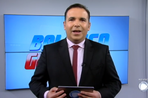 O apresentador Reinaldo Gottino no comando do Balanço Geral SP (Foto: Reprodução/Record)