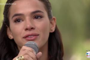 Bruna Marquezine chora em programa de TV. (Foto: Reprodução)