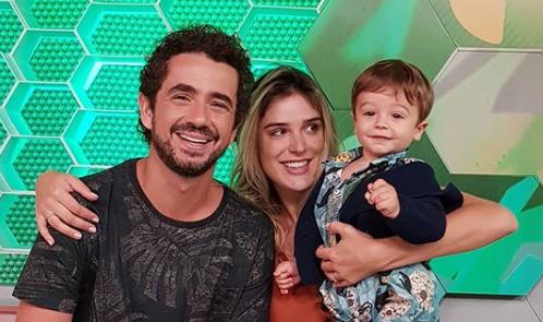 Felipe Andreoli com a esposa, Rafa Brites, e o filho, Rocco (Foto: Reprodução/Instagram)