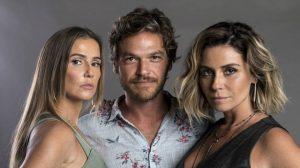 Deborah Secco (Karola), Emilio Dantas (Beto) e Giovanna Antonelli (Luzia) em Segundo Sol (Foto: Divulgação/Globo)