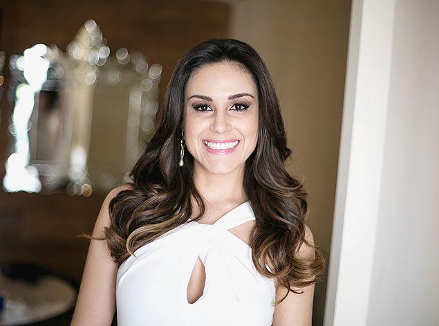 A jornalista Nadja Haddad, apresentadora do Bake Off Brasil (Foto: Reprodução)