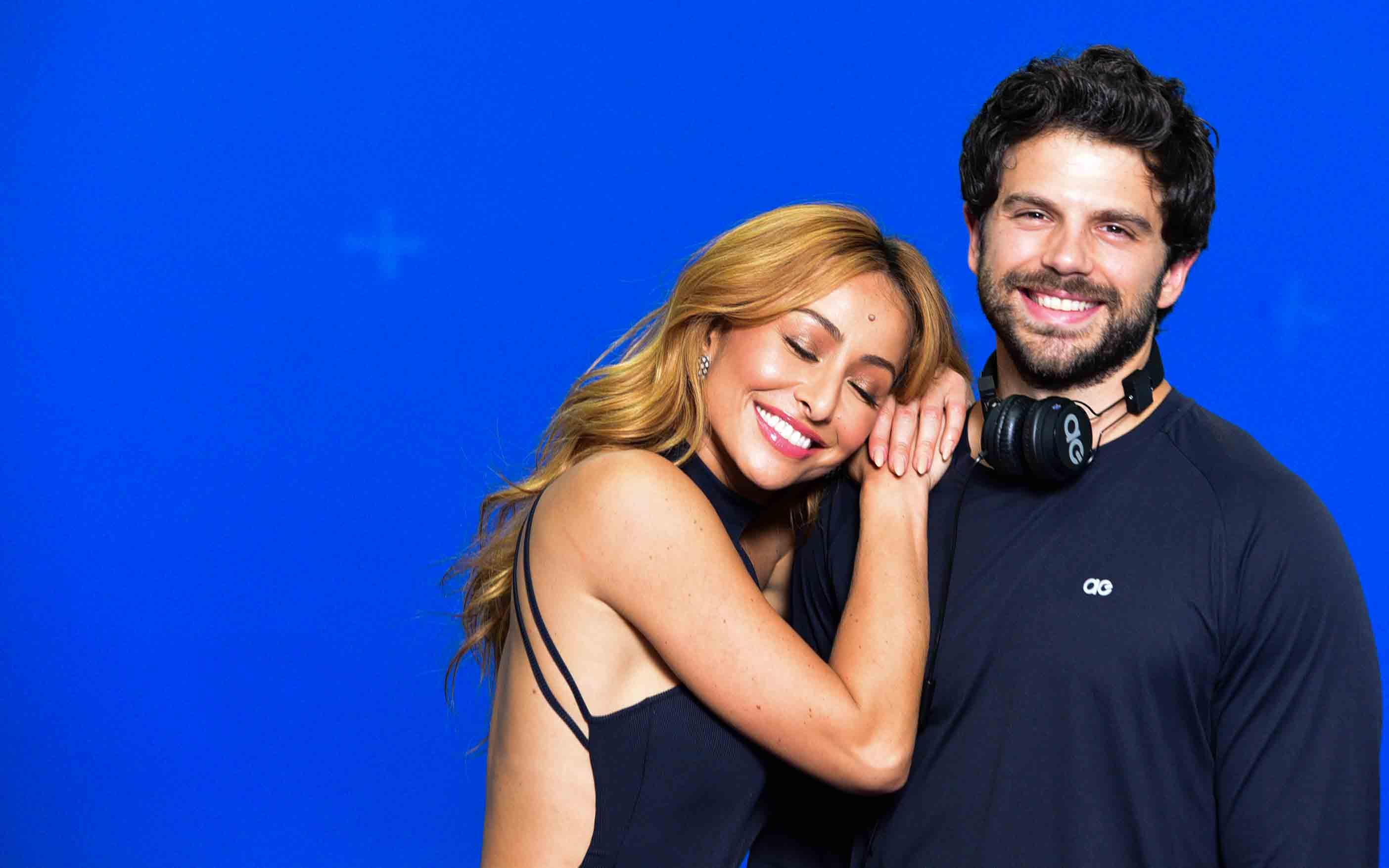 2a55c90f99f43 Duda Nagle e Sabrina Sato posam juntos e apresentadora exibe barriga de  cinco meses de grávida – TV Foco