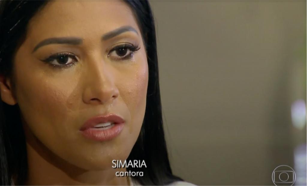 Simaria, da dupla com Simone, chorou em entrevista para o Fantástico na Globo (Foto reprodução)