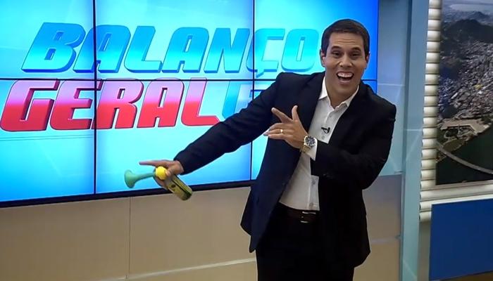 O apresentador Amaro Neto no comando do Balanço Geral ES (Foto: Reprodução/Record)