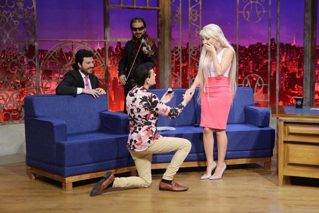 Dudu Camargo pediu Barbie Humana em namoro (Foto Lourival Ribeiro - SBT)