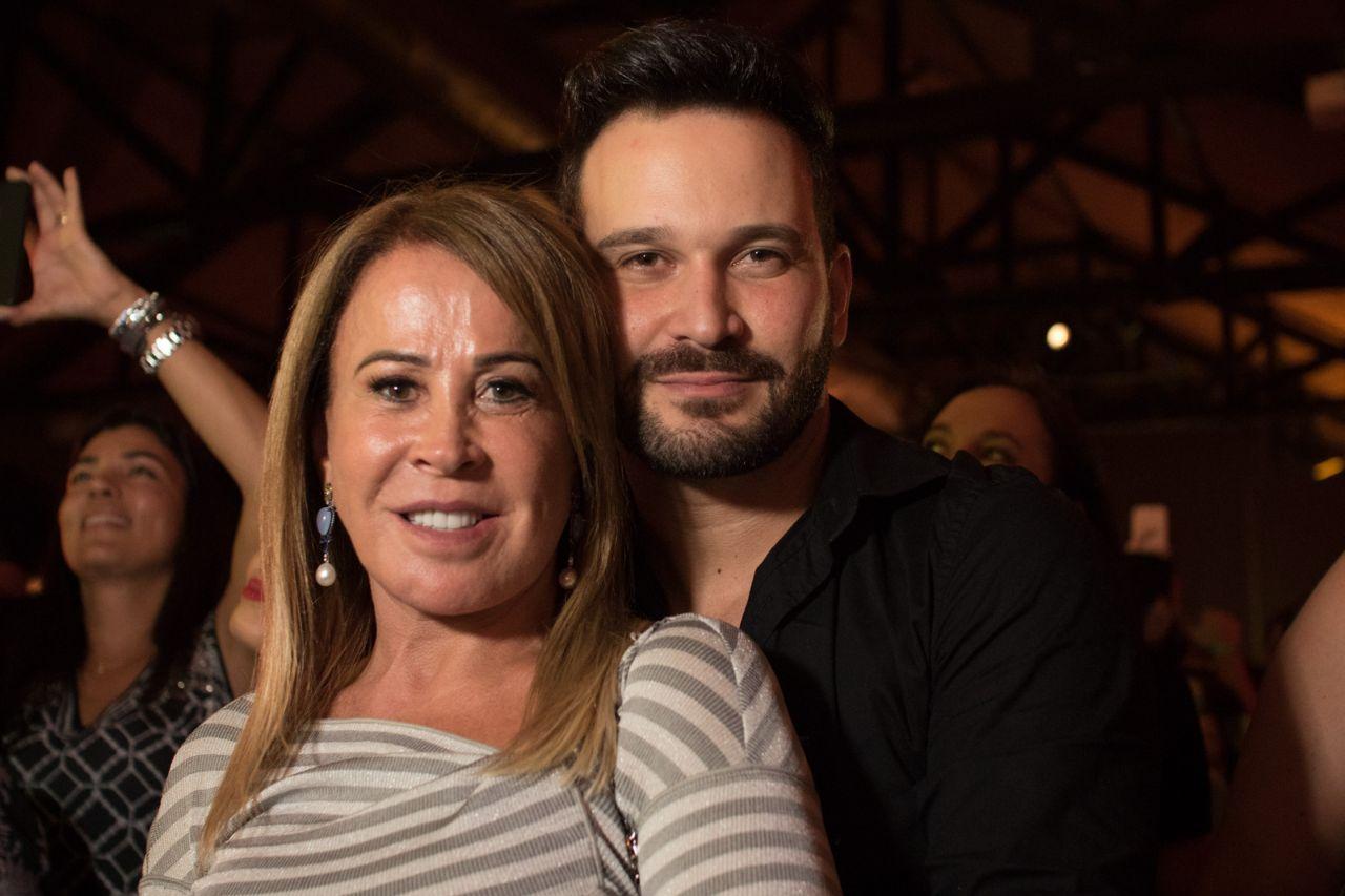 Zilu Camargo e o namorado (Foto: Reprodução)