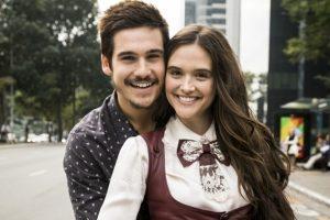Samuca (Nicolas Prattes) e Marocas (Juliana Paiva) em O Tempo Não Para (Foto: Globo/João Miguel Júnior)