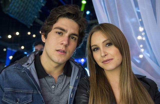 Alex (Daniel Rangel) e Clarissa (Carla Diaz) em Malhação Vidas Brasileiras (Foto: Globo/Estevam Avellar)