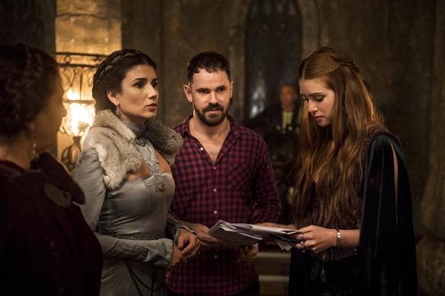 Bastidor - Amália e Afonso recebem a rainha da Lungria e Beatriz (Paula Fernandes) (Foto: Globo/Mauricio Fidalgo)