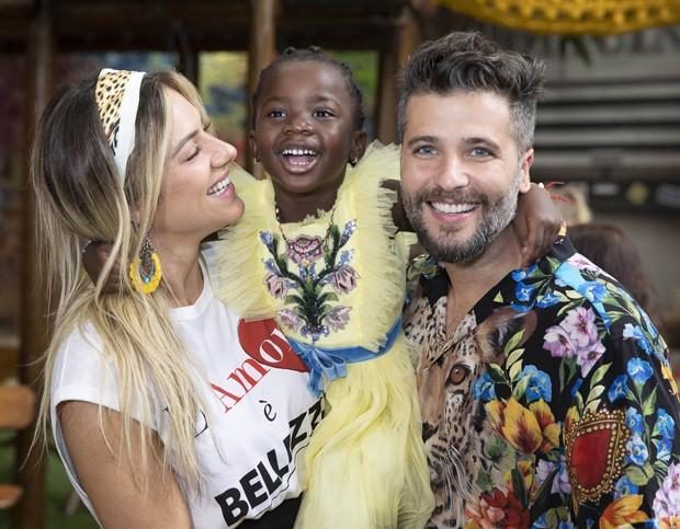 Giovanna Ewbank e Bruno Gagliasso com a filha Titi (Foto: Felipe Panfili/Divulgação)