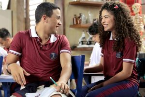 Guilherme (Lawrran Couto) conhece Gabi (Graciely Junqueira) (Foto: Lourival Ribeiro/SBT)