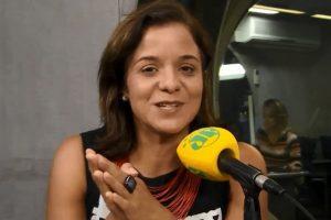 Vera Magalhães é a apresentadora do Roda Viva (foto: reprodução/Jovem Pan)