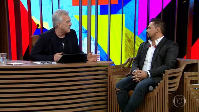 Xand Avião em conversa com Pedro Bial (Foto: TV Globo)