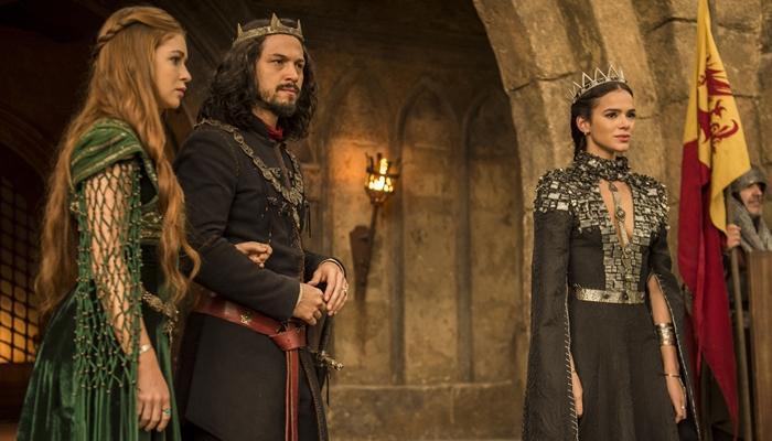 Marina Ruy Barbosa, Romulo Estrela e Bruna Marquezine em cena de Deus Salve o Rei (Foto: Globo/Mauricio Fidalgo)