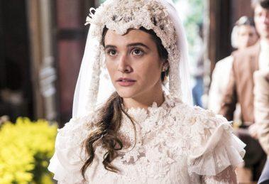 Marocas (Juliana Paiva) em cena do primeiro capítulo de O Tempo Não Para (Foto: Globo/João Miguel Júnior)