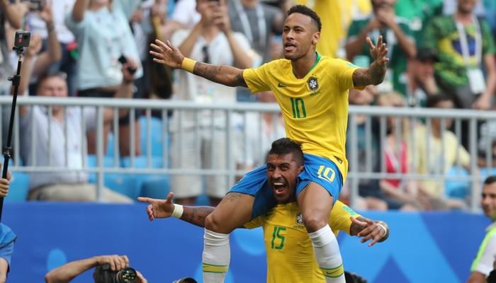 Neymar e Paulinho no jogo entre Brasil x México (Foto: Lucas Figueiredo/CBF)