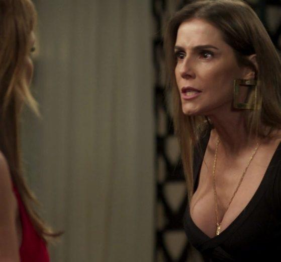Karola (Deborah Secco) e Laureta (Adriana Esteves) em cena de Segundo Sol (Foto: Reprodução/Globo)