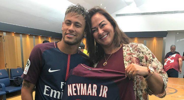 Neymar com a mãe, Nadine Gonçalves (Foto: Reprodução)