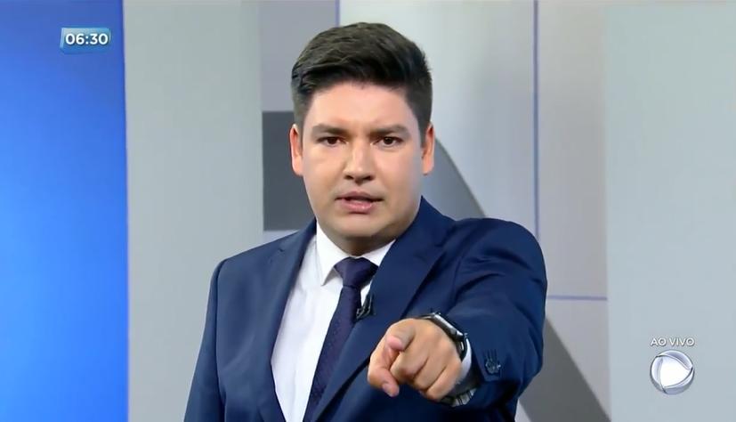 Bruno Peruka substituiu Luiz Bacci no Cidade Alerta (foto: Reprodução/Record TV)