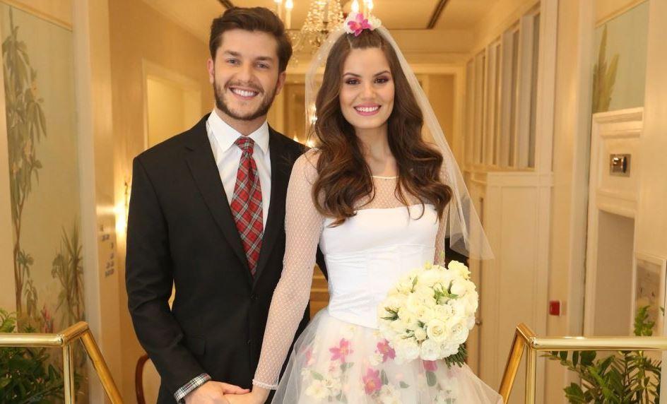 Camila Queiroz e Klebber Toledo em casamento junino (Foto: Reprodução)