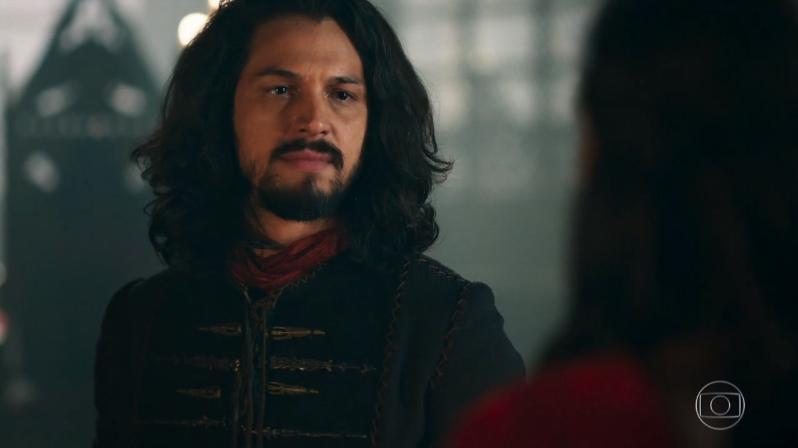 Afonso (Romulo Estrela) em cena deDeus Salve o Rei (Foto: Reprodução/Globo)