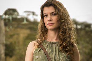 Alinne Moraes como a vilã Isabel em Espelho da Vida (Foto: João Miguel Junior/Globo)