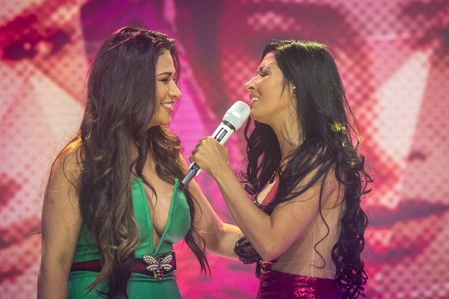 Simone e Simaria no palco do Fantástico (Foto: Globo/João Cotta)