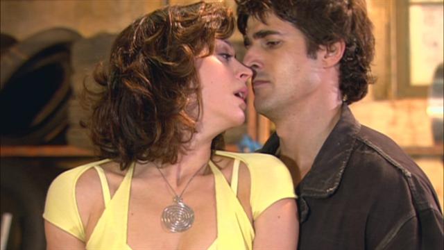 Safira (Claudia Raia) e Pascoal (Reynaldo Gianecchini) em cena de Belíssima (Foto: Globo/Divulgação)