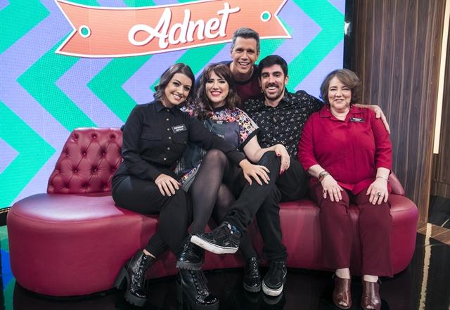 Márcio Garcia com Marcelo Adnet e sua família (Foto: Globo/João Miguel Júnior)