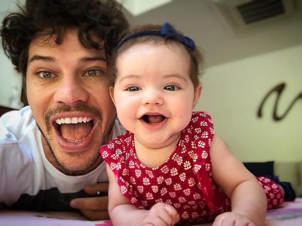 José Loreto e a filhinha, Bella (Foto: Reprodução/Instagram)