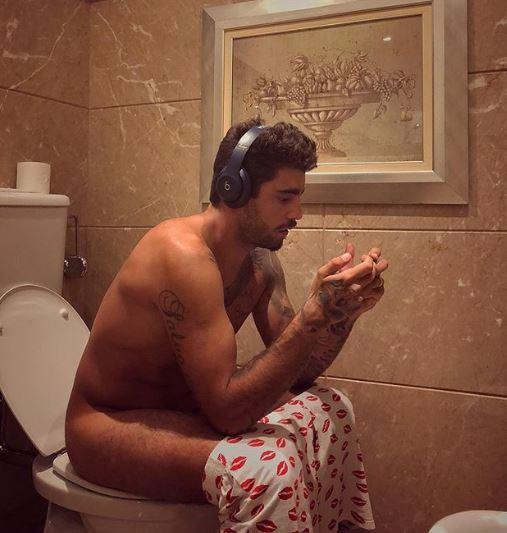 Pedro Scooby posta foto no banheiro (Foto: Reprodução/Instagram)