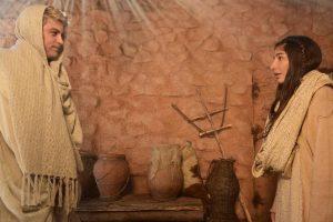 No primeiro capítulo de Jesus, anjo Gabriel anuncia que Maria será mãe de Jesus. (Foto: Blad Meneghel/Record)