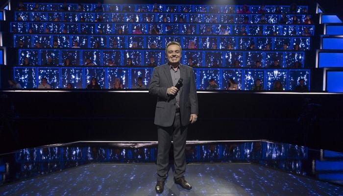 Gugu Liberato no palco do Canta Comigo (Foto: Antonio Chahestian/Record)