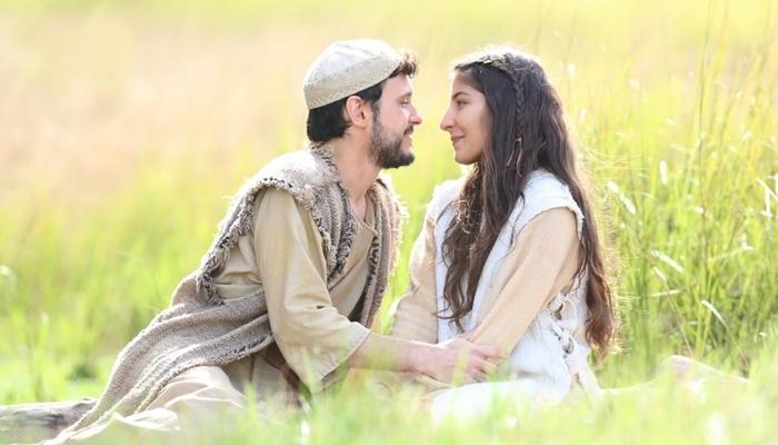 José (Guilherme Dellorto) e Maria (Juliana Xavier) em cena da novela Jesus (Foto: Munir Chatack/Record)