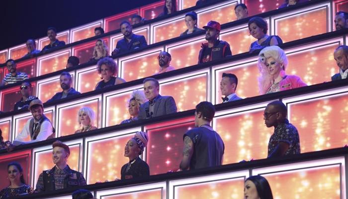 Gugu com os jurados do Canta Comigo (Foto: Antonio Chahestian/Record)