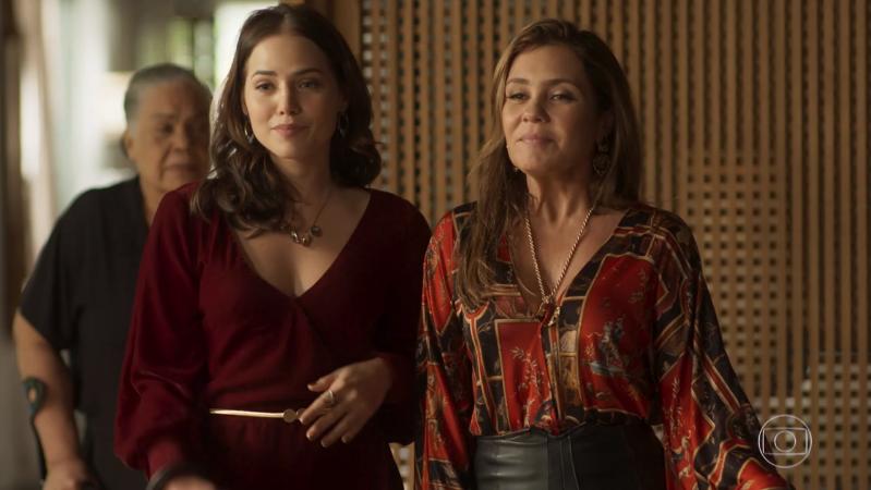 Rosa (Letícia Colin) eLaureta (Adriana Esteves) em cena de Segundo Sol (Foto: Reprodução/Globo)